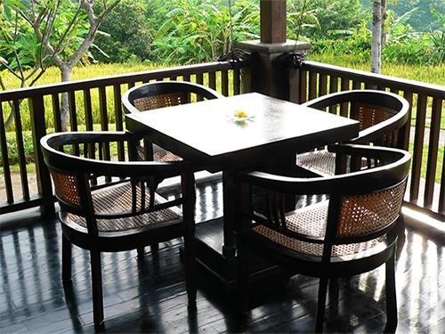 Breakfast table on the verandah of Villa Bali Breeze Lovina